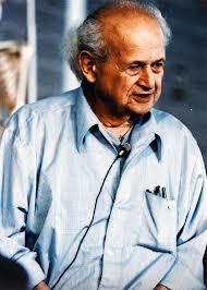 Moshé Feldenkrais au cours d'une conférence